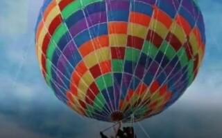 Sfârșit tragic pentru o mamă și fiul ei după ce s-au urcat într-un balon cu aer cald