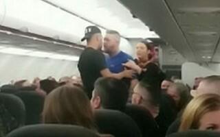 Un avion a trebuit să aterizeze de urgență după ce mai mulți pasageri s-au luat la bătaie