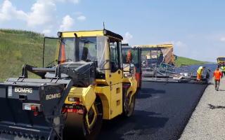 România vrea autostrăzi, dar nu are bitum să le construiască. Cum s-a ajuns aici