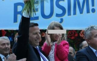 Primarul din Sângeorz-Băi, filmat umilindu-şi fiica, a fost validat pentru un nou mandat. A pus o fotografie chiar cu copila