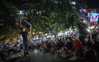 Proteste masive în Thailanda. Manifestanții și politicienii cer demisia prim-ministrului