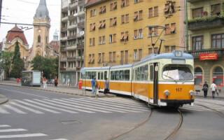 Tanarul a ramas blocat in fata tramvaiului
