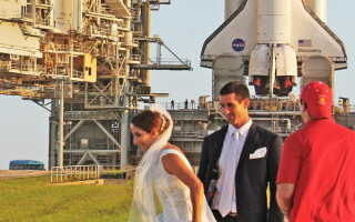Poza de nunta cu racheta Discovery