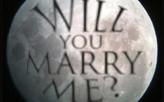 Luna, cerere in casatorie