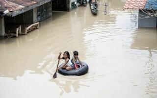 Imagini surprinse în timpul taifunului Mangkhut.