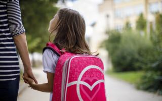 """Mama care se teme când îşi trimite fiica la şcoală. """"Poate fi ultima dată când o văd vie"""""""