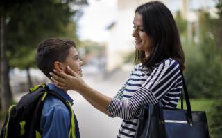 Ideea unei mamei pentru prima zi de școală. Cum și-a ajutat copilul să scape de anxietate