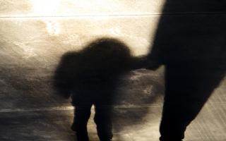 Caz fără precedent: O fetiță de 3 ani, victima unui viol, a depus mărturie în instanță