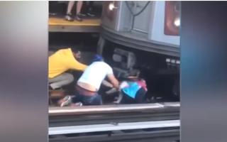 Fetiță de 5 ani, salvată de sub un tren