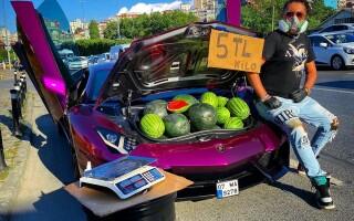 Pepeni vanduti din Lamborghini
