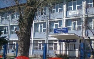 Protest la o școală din București. Părinții sunt nemulțumiți de comasarea unor clase în plină pandemie