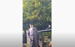 Măicuțe de la Mănăstirea Agapia, duse la vot de băiatul unui candidat