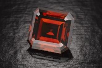 Un diamant rosu, vedeta unei expozitii neobisnuite in Los Angeles
