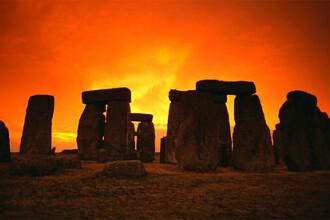 Invazie la Stonehenge! 36.000 de oameni serbeaza cea mai lunga zi din an