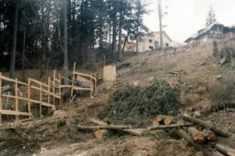 50 de locuinte, amenintate de alunecari de teren in Valcea