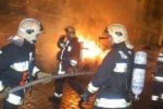 Incendiu violent in Bucuresti! O femeie a murit carbonizata