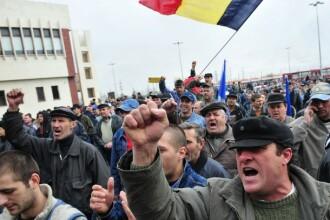 Angajatii ArcelorMittal Galati protesteaza impotriva inchiderii uzinei