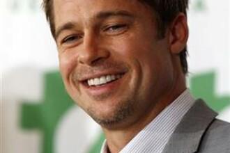 Brad Pitt, adorat de mamici!