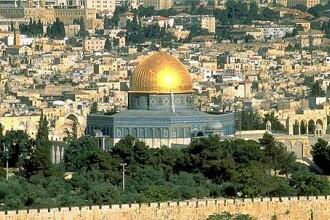 Mii de pelerini au mers la Ierusalim pentru a urma drumul Mantuitorului