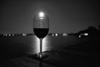 Cum sa alegi vinul potrivit si cum sa-l savurezi? Ia cursuri de enologie