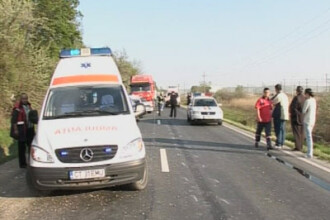 2 copii, raniti in urma unui accident in care au fost implicate 3 masini