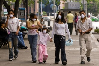 Teama in Mexic: milioane de oameni stau in case de frica gripei porcine!