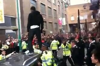 INCREDIBIL! Bataie pe reduceri la haine, in Londra: 10 politisti raniti