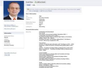 Conturile de pe Facebook si Twitter ale premierului Boc: false!