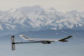 Primul zbor al unui avion alimentat cu energie solara, un succes!