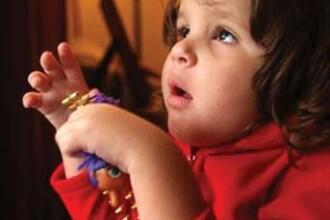 Copiii romani care sufera de autism, se pot trata doar in patru orase din tara