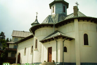 Blestem la biserica! Un barbat a pierit electrocutat in curtea lacasului