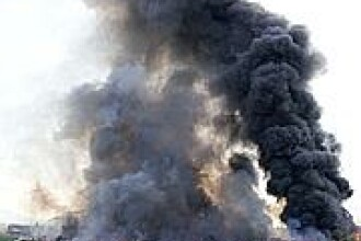 Incendiu puternic la o fabrica de vopseluri din Targoviste si la una de lapte din apropiere
