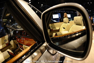 Salonul Auto de la Shanghai: clientii s-au inghesuit la limuzine de 1 mil €