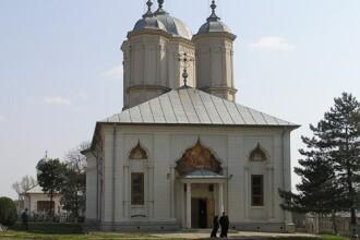 Romania, te iubesc! Sensul profund al Invierii, la manastirea Pasarea