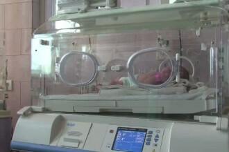 Un copil de 12 ani a schimbat intr-o clipa destinul unui bebelus. L-a gasit abandonat langa un bloc