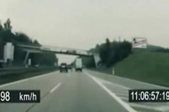 Trucul senzational al unui biciclist. A reusit sa fuga de politie cu peste 100 de km la ora. VIDEO