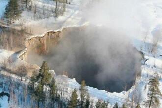 IMAGINEA ZILEI pe net. Un crater-gigant, de 150 de metri, a aparut intr-un oras din Suedia