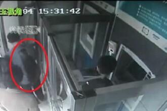 Injunghiat in spate pentru ca nu a stat la coada la bancomat. VIDEO socant