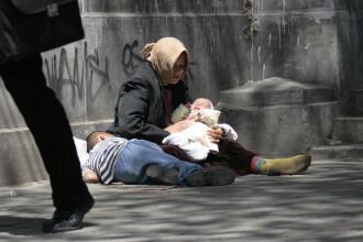 Opt adulti si sase minori care cerseau in centrul Clujului au fost ridicati de politisti