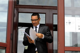 Victor Ponta a vandut in martie doua bunuri imobile in valoare totala de 210.000 de euro