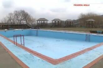 Departe de civilizatie. Primarii promit canalizare, dar fac piscine. Totusi, oamenii inca ii voteaza