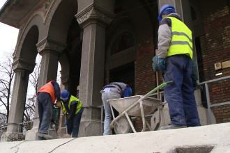 Treptele Catedralei ajung la muzeu. Orza: