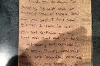 FOTO. Mesajul scris de clientul unui restaurant pe un servetel, viral pe Internet