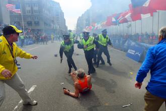 Imaginea simbol a atentatelor de la Boston. Alergatorul de 78 de ani, doborat de suflul exploziei