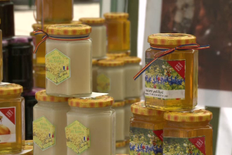 Cum deosebiti mierea naturala de cea falsificata. Autoritatile au confiscat peste 16.000 de tone