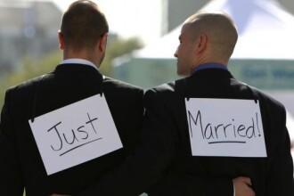 Franta ar putea deveni a 14-a tara care legalizeaza casatoriile intre homosexuali