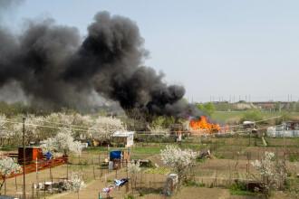 VIDEO! Flacari uriase la marginea Timisoarei,unde o anexa a luat foc. Pompierii spun ca incendiul a fost provocat intentionat