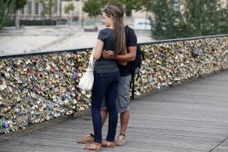 Dragostea distruge podurile din Paris. Campanie online impotriva lacatelor-simbol pe care cuplurile le lasa in urma