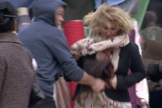 EXPERIMENT. Cati oameni sar in ajutorul unei femei agresate si jefuite intr-o piata publica din Londra