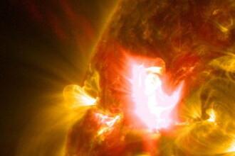 NASA a publicat imagini detaliate ale Soarelui in momentul unei explozii solare. Cum se vede de aproape. VIDEO